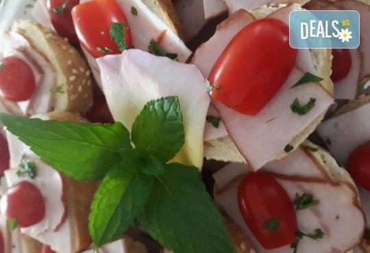 Микс плато от 30 броя мини сандвичи с месни деликатеси, сирена и зеленчуци от My Style Event! - Снимка 1