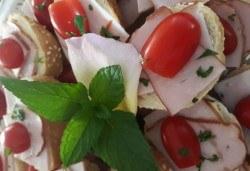 Микс плато от 30 броя мини сандвичи с месни деликатеси, сирена и зеленчуци от My Style Event! - Снимка