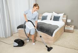 Цялостно почистване на помещения в хотели от камериерка в рамките на 2, 4, 6 или 8 часа за София или Бургас от Клийн Хоум! - Снимка