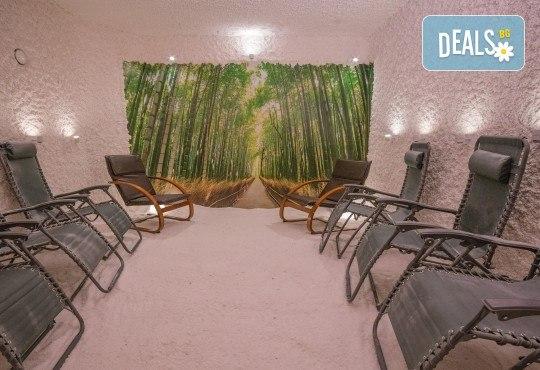 Пълно обновяване с магията на солта и меда! Солна стая с халотерапия 40мин, меден детокс масаж на гръб или избрана зона и дълбока хидратация, от Thai SPA! - Снимка 2