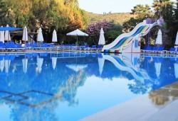 На море през септември в Кушадасъ, Турция! 7 нощувки на база All Inclusive в хотел Pigale Family Club 3* и възможност за транспорт! - Снимка