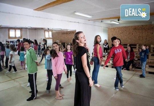 Четири посещения на танцова и тетрална импровизация за деца в Sofia International Music & Dance Academy! - Снимка 1