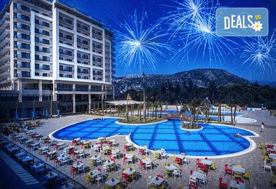 Нова година в Amara Sealight Elite Hotel 5*, Кушадасъ, Турция! 3 или 4 нощувки на база Ultra All Inclusive, Новогодишна вечеря с шоу програма, възможност за транспорт! - Снимка 1