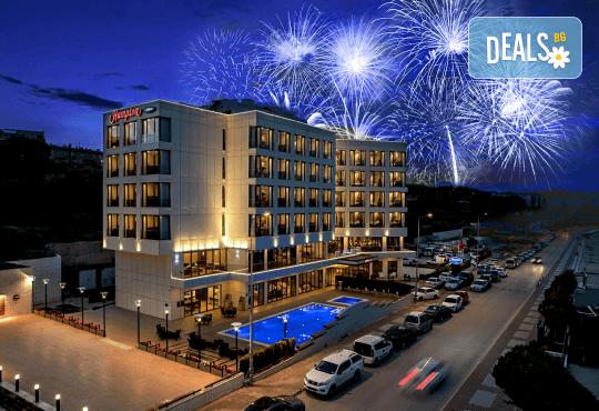 Ранни записвания за Нова година 2019 на супер цена! 3 нощувки със закуски и вечери в Hampton by Hilton 5* в Чанаккале! - Снимка 1