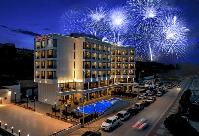 Ранни записвания за Нова година 2019 на супер цена! 3 нощувки със закуски и вечери в Hampton by Hilton 5* в Чанаккале! - Снимка