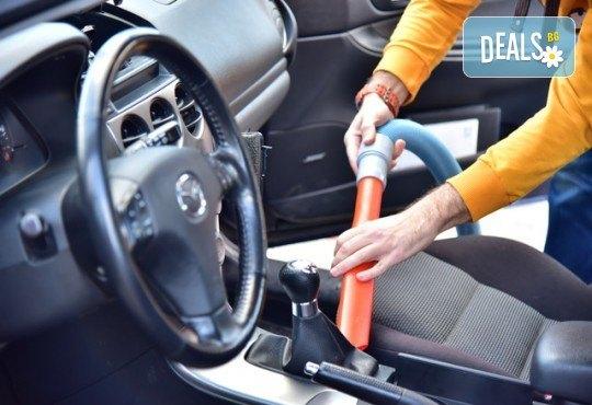 Изгодна цена и качествено обслужване! Външно измиване на автомобил и включена прахосмукачка в автокозметичен център Мивка! - Снимка 1