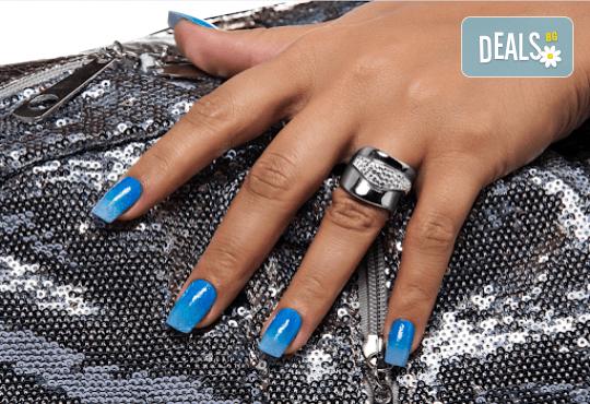 Декоративен и траен маникюр в стил омбре с най-новите гел лакове на Astonishing Nails в Дерматокозметични центрове Енигма! - Снимка 4