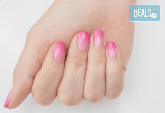 Декоративен и траен маникюр в стил омбре с най-новите гел лакове на Astonishing Nails в Дерматокозметични центрове Енигма! - Снимка 5