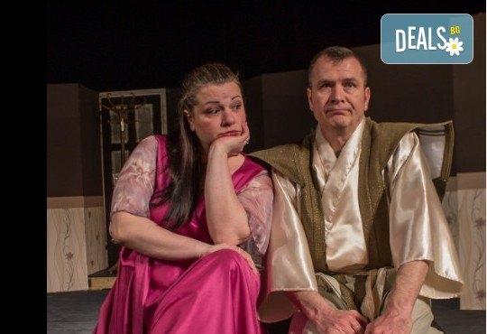 Щура комедия с Милица Гладнишка! Гледайте Брачни безумия на 11.10. от 19ч. в Театър Сълза и Смях, билет за един - Снимка 4