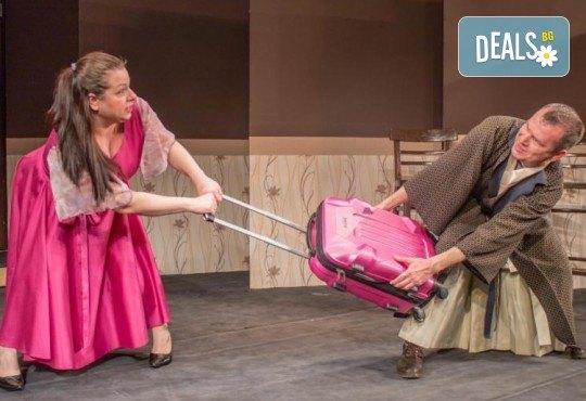 Щура комедия с Милица Гладнишка! Гледайте Брачни безумия на 11.10. от 19ч. в Театър Сълза и Смях, билет за един - Снимка 6