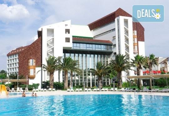 На море през септември в Чешме, Турция, с Глобус Холидейс! 7 нощувки All Inclusive в хотел Grand Hotel Ontur Cesme 5*, безплатно за дете до 12 г. - Снимка 1