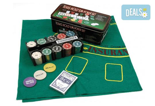 Покер комплект с 200 професионални чипа, 2 тестета карти и покривка за Blackjack от Podobro.com! - Снимка 1