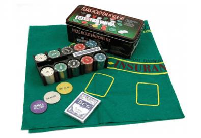 Покер комплект с 200 професионални чипа, 2 тестета карти и покривка за Blackjack от Podobro.com! - Снимка