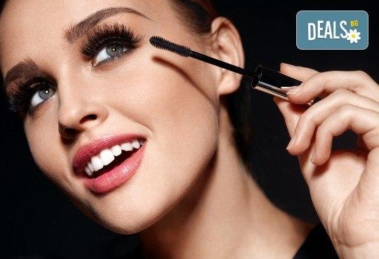 Красив поглед! Поставяне на диамантени мигли по метода косъм по косъм в студио Mateya Art! - Снимка 1