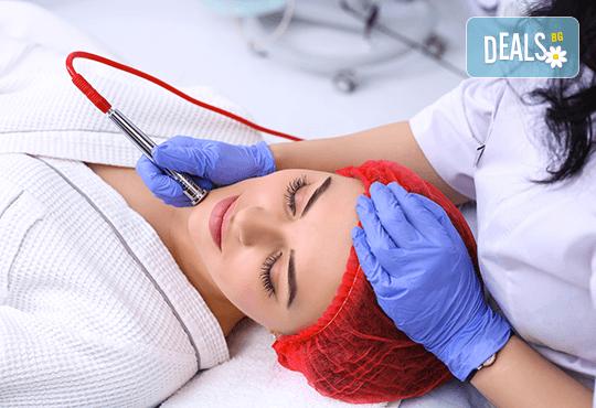 Почистване на лице и ултразвук или дермабразио в Женско царство, Център
