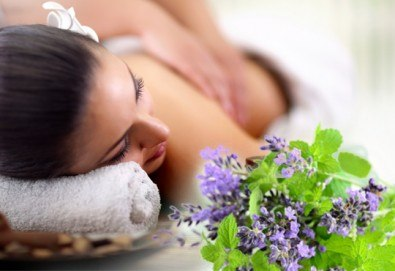 Прохладен СПА ритуал с дъх на лавандула и мента! Масаж на цяло тяло, терапия с кристали и хидромасаж на ходилата с ментови соли от Senses Massage & Recreation! - Снимка