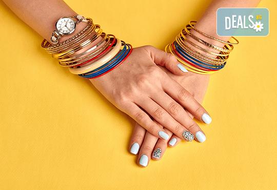 Красиви ръце! Маникюр с гел лак Bluesky и 2 декорации в салон за красота Алма Морел! - Снимка 1