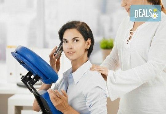 Пакет от 5 офис масажа на гръб, рамене, ръце, шия и глава за 5 човека с продължителност 15 или 30 минути от Time to Relax! - Снимка 1