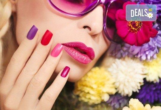 Ноктопластика с удължители или с изграждане с гел, гел лак Gel.it, BlueSky или SNB и декорации или камъчета Swarovski в Салон за красота B Beauty! - Снимка 1