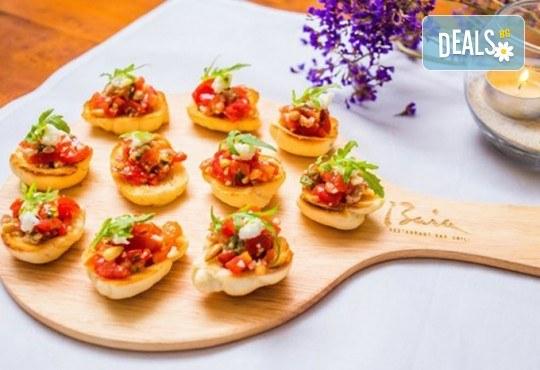 Микс от 75бр. брускети с прошуто крудо, бекон, домати и разнообразни сирена от My Style Event! - Снимка 1