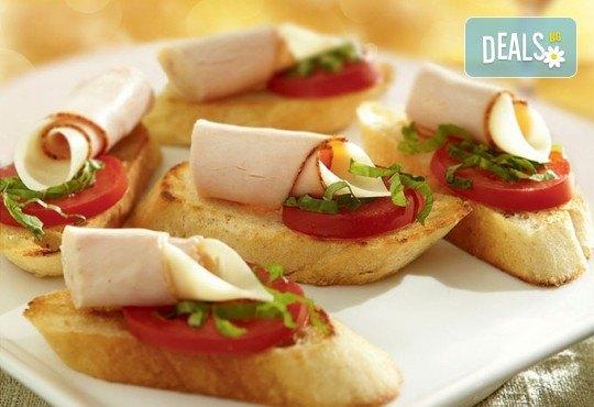 Микс от 75бр. брускети с прошуто крудо, бекон, домати и разнообразни сирена от My Style Event! - Снимка 4