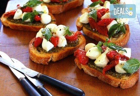 Микс от 75бр. брускети с прошуто крудо, бекон, домати и разнообразни сирена от My Style Event! - Снимка 2
