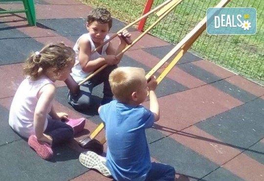 Седмичен целодневен престой за деца от 2 до 6г. с много игри и уроци по английски език в частна детска градина В парка! - Снимка 12