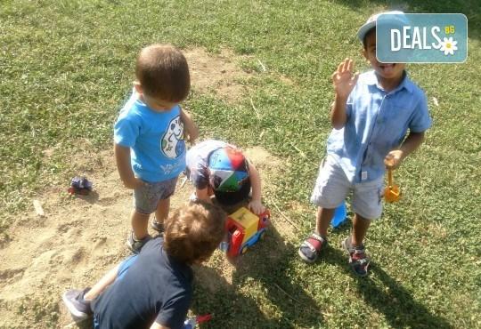 Седмичен целодневен престой за деца от 2 до 6г. с много игри и уроци по английски език в частна детска градина В парка! - Снимка 2