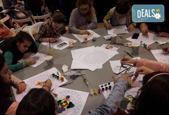 Мандала комплект за релаксация чрез оцветяване за деца! 4 бр. мандали, размер 30х30см, комплект цветни моливи и стилна рамка за стена - Снимка 4