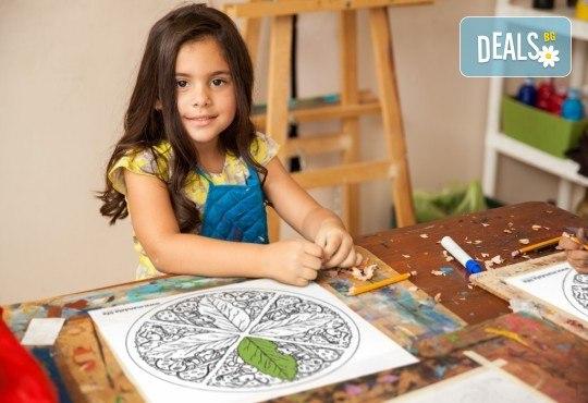 Мандала комплект за релаксация чрез оцветяване за деца! 4 бр. мандали, размер 30х30см, комплект цветни моливи и стилна рамка за стена - Снимка 2