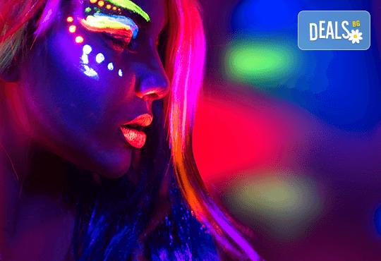 Свежо настроение! Едноцветни кичури с професионална неон боя Alfaparf Milano, масажно измиване и прическа със сешоар - прав или начупен, в студио Beauty! - Снимка 1
