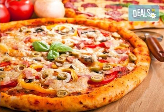 Две италиански пици (голяма и малка пица) в Ресторант Златната круша