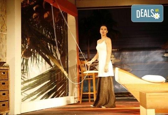 Вечер на смеха с Канкун от Ж. Галсеран на 30-ти октомври (вторник) в Малък градски театър Зад канала! - Снимка 5