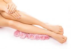 Подхранваща грижа за Вашата кожа! Парафинова терапия за ръце и/или крака в студио за красота Galina! - Снимка