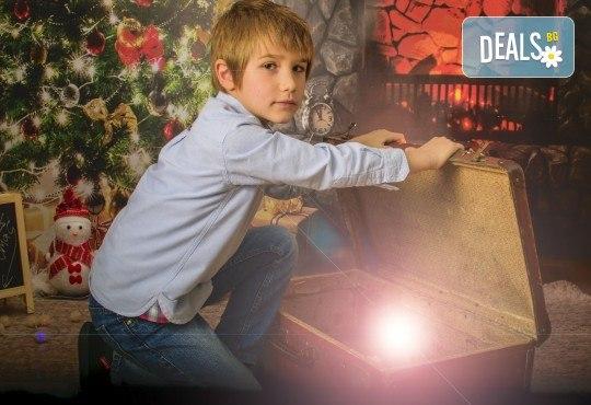 Красив подарък за цялото семейство! Направете си коледна семейна фотосесия с неограничен брой обработени кадри от Pandzherov Photography! - Снимка 3