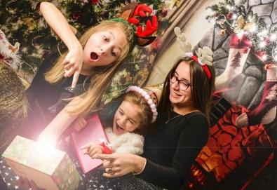 Красив подарък за цялото семейство! Направете си коледна семейна фотосесия с неограничен брой обработени кадри от Pandzherov Photography! - Снимка