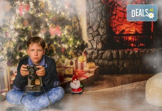 Красив подарък за цялото семейство! Направете си коледна семейна фотосесия с неограничен брой обработени кадри от Pandzherov Photography! - Снимка 8