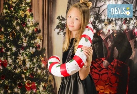Красив подарък за цялото семейство! Направете си коледна семейна фотосесия с неограничен брой обработени кадри от Pandzherov Photography! - Снимка 10