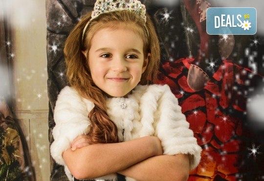 Красив подарък за цялото семейство! Направете си коледна семейна фотосесия с неограничен брой обработени кадри от Pandzherov Photography! - Снимка 5