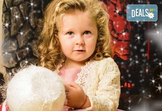 Красив подарък за цялото семейство! Направете си коледна семейна фотосесия с неограничен брой обработени кадри от Pandzherov Photography! - Снимка 14