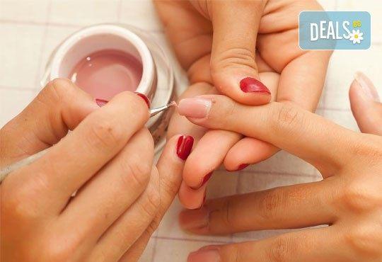 Ноктопластика с удължители или с изграждане и рисувани декорации в Студио за маникюр Vess Nails - Снимка 2