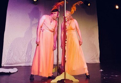 Гледайте българо-френската комедия La Comedia на 3-ти октомври (сряда) от 19:00 часа в Нов Театър НДК! - Снимка