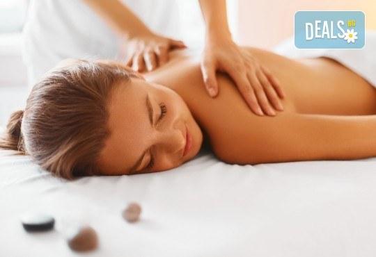 Спокойствие и релакс за тялото и душата! 50-минутен релаксиращ масаж на цяло тяло от V and A Glamour! - Снимка 3