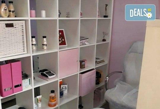 Свежа и сияйна кожа с мануално почистване на лице в 6 стъпки в салон за красота V and A Glamour! - Снимка 7