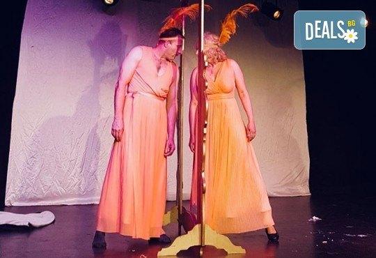 Гледайте българо-френската комедия La Comedia на 4-ти октомври (четвъртък) от 19:00 часа в Нов Театър НДК! - Снимка 4