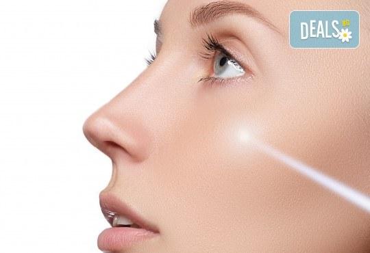 Подмладяваща терапия с лазер, ампула, серум и релаксиращ масаж на лице с професионална козметика Dr. Lauren в студио за красота Victoria Sonten! - Снимка 4