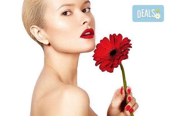 Подмладяваща терапия с лазер, ампула, серум и релаксиращ масаж на лице с професионална козметика Dr. Lauren в студио за красота Victoria Sonten! - Снимка 1
