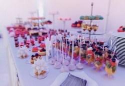 За Вашето събитие! 90 бр. коктейлни хапки с прошуто, моцарела, чери докатки, френски сирена и пушени меса, декорирани и готови за сервиране, от Топ Кет Кетъринг! - Снимка