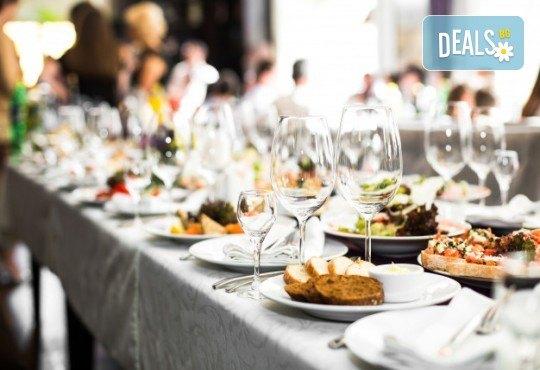 За Вашето събитие! 90 бр. коктейлни хапки с прошуто, моцарела, чери докатки, френски сирена и пушени меса, декорирани и готови за сервиране, от Топ Кет Кетъринг! - Снимка 2