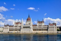 Самолетна екскурзия до Будапеща със Z Tour, на дата по избор до януари 2019! 3 нощувки със закуски в хотел 3*, билет, летищни такси и трансфери! - Снимка
